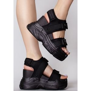 Last Size 6 & 8.5🏆🖤Black Out Platform Sandal